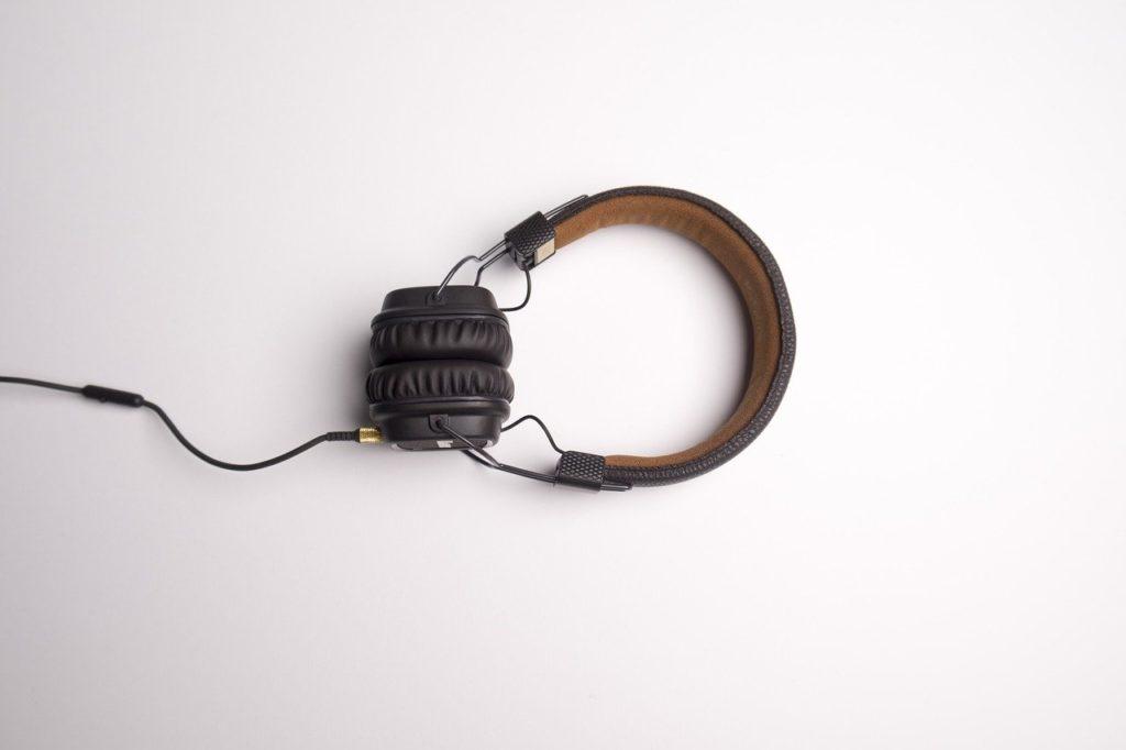BAGSO gibt in Form von Audiobeiträgen wertvolle Tipps an Ältere